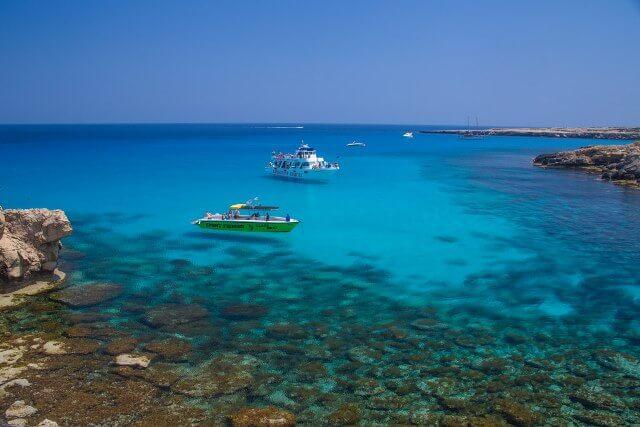 В Голубую Лагуну заходят все экскурсионные катера.