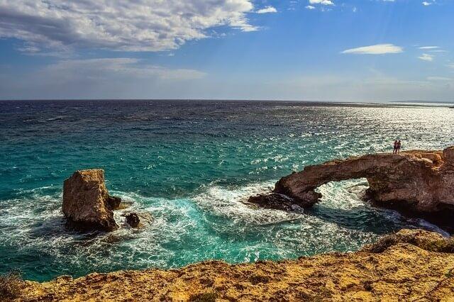 Мост влюбленных - одна из самых романтичных достопримечательностей Кипра