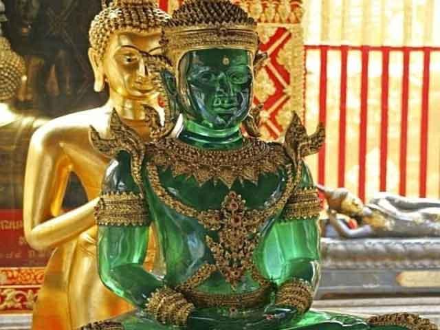 Нефритовый будда в храме Ват Пхра Кео