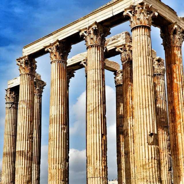Колонны древнего Акрополя в Афинах
