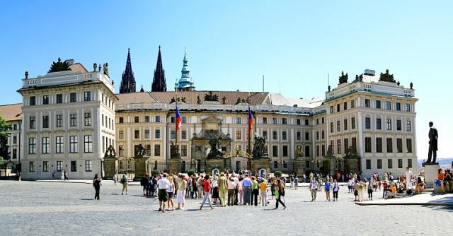 Градчанская площадь (Hradčanské náměstí) в Праге