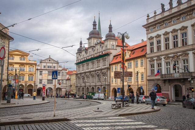 Малостранская площадь (Malostranské náměstí) в Праге