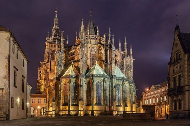 Кафедральный Собор Святого Вита (Katedrála svatého Víta) в Праге.