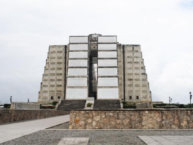 Маяк Колумба - одна из немногих архитектурных достопримечательностей Доминиканы