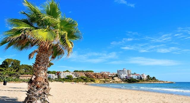 Коста Дорада - славится своими широкими песчаными пляжами