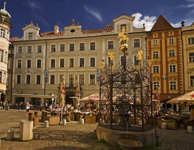 Малая площадь (Male namesti) в Старом Городе Праги