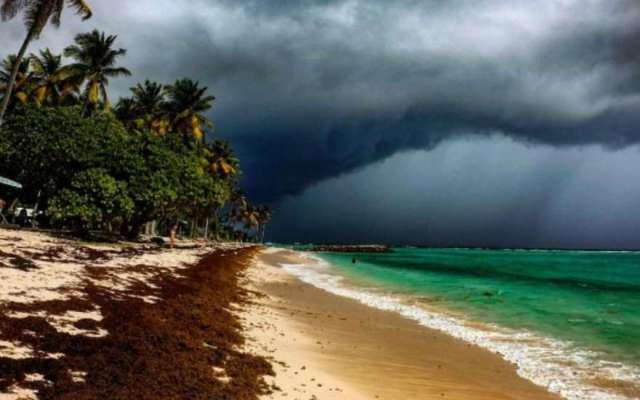 "Ураган ""Мария"" гуляет по Карибам"