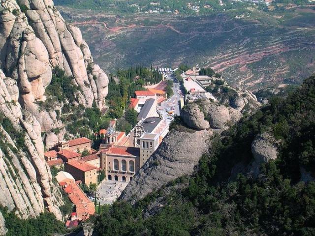 Монастырь Монтсеррат на одноименной горе