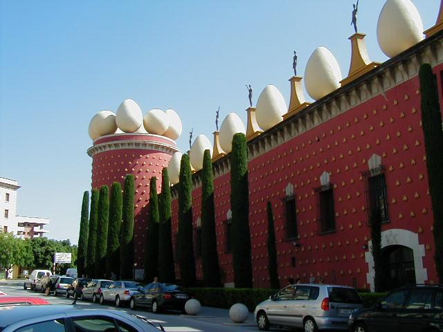 Музей Сальвадора Дали в Фигерасе (Коста Брава, Испания)