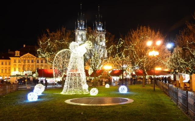 В новогоднюю ночь на улицах Праги пустынно
