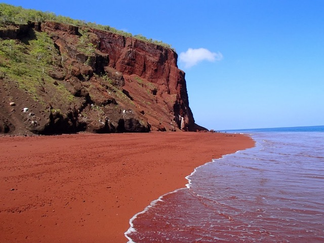 фото: Красный пляж на Санторини
