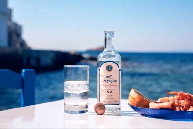 Водка Узо в Греции