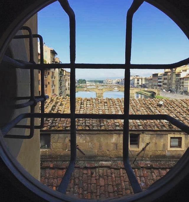 Коридор Вазари окно