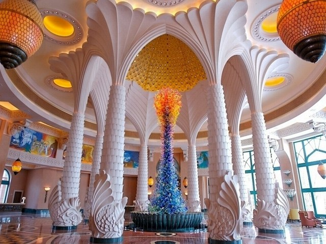 Лобби отеля Atlantis The Palm в Дубаи
