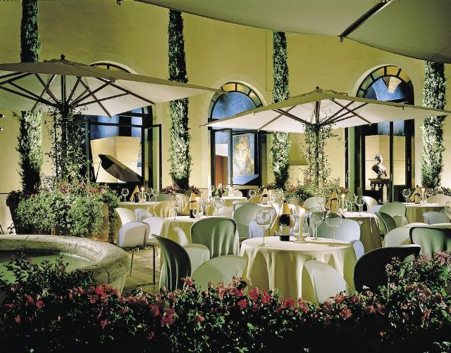 ресторан отеля EMPIRE PALACE