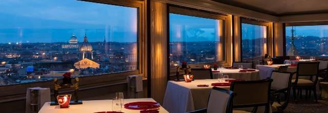 Панорама Рима из окна ресторана