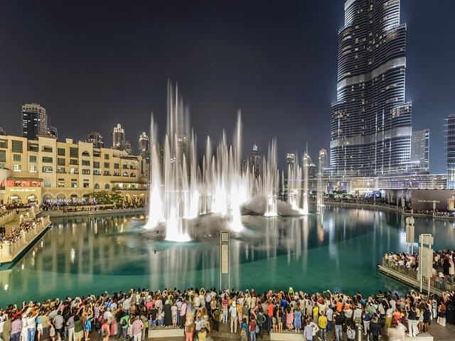 Танцующие фонтаны (Дубаи) самое красочное шоу в Арабских Эмиратах