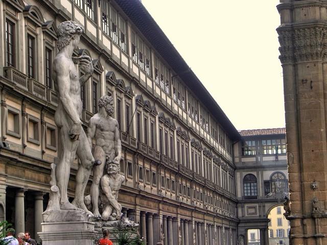 Академия изящных искусств в центре Флоренции