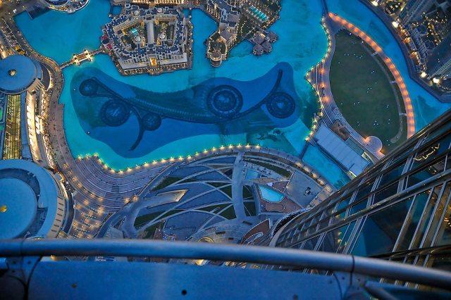 Вид на поющие фонтаны с высоты смотровой площадки