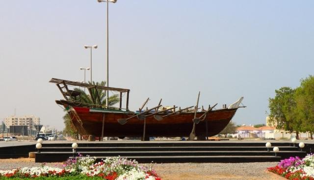 Скульптура лодки «Доу» Умм аль Кувейн ОАЭ