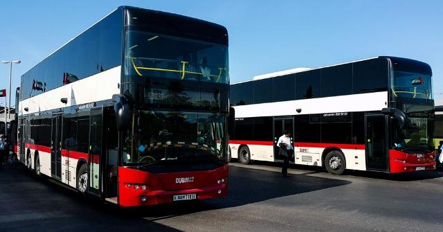 Автобусы в аэропорту Дубаи на фото