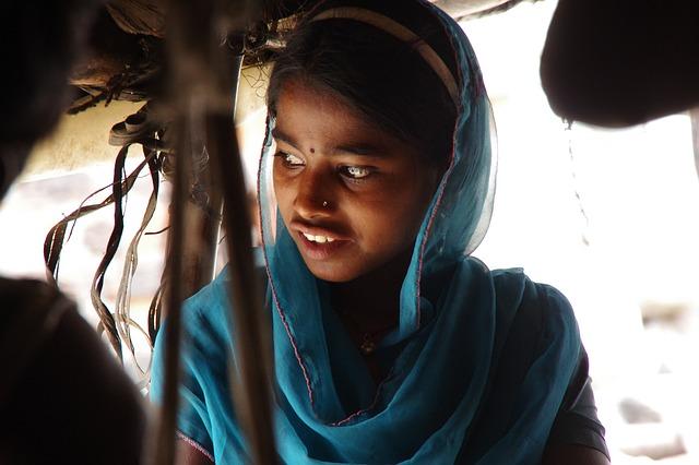 Девочка в трущобах Мумбаи