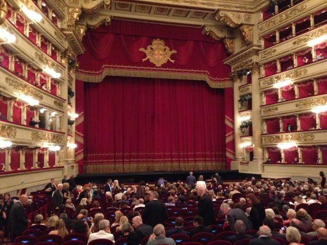 Зрительный зал в театре Ла Скала, Милан, Италия
