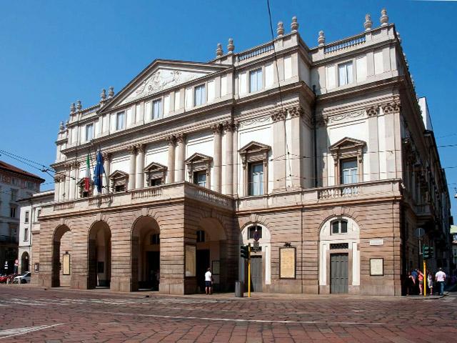 Знаменитый оперный театр Ла Скала в центре Милана