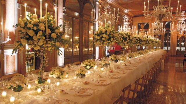 Новогодний стол в одном из ресторанов Рима