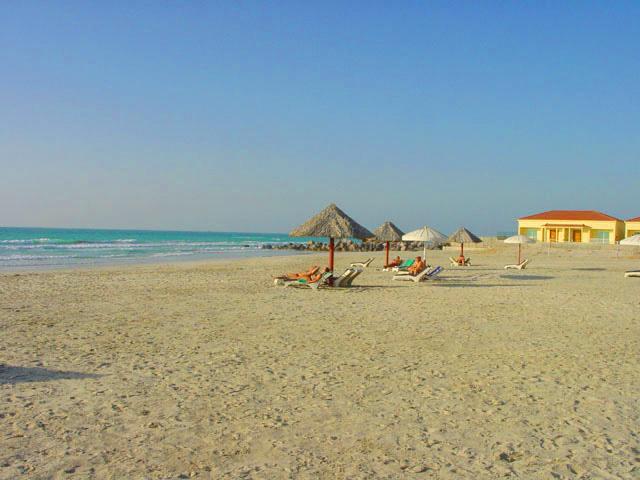 Умм аль Кувейн - идеальное место для пляжного отдыха в ОАЭ