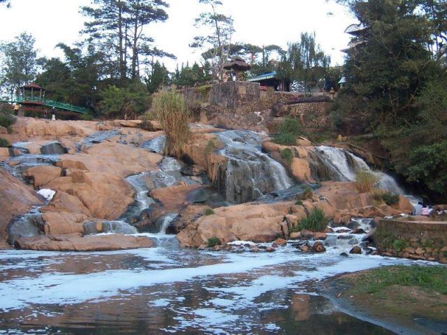 Водопад Cam Ly Falls в Далате Вьетнам