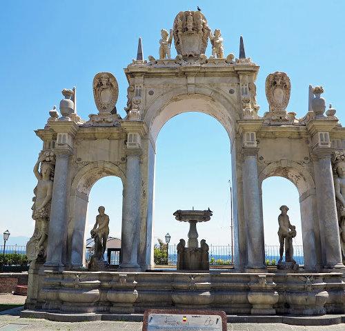 Fountain of Giant (Фонтан Гианта) Неаполь Италия