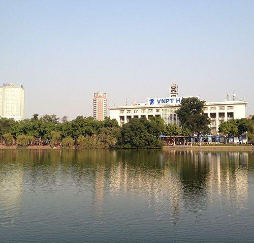 Озеро Ho Hoan Kiem в Ханое Вьетнам