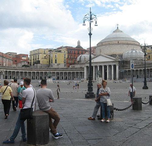 Площадь Плебисцита в Неаполе Италия