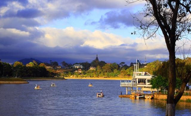 Xuan Huong Lake в Дананге Вьетнам