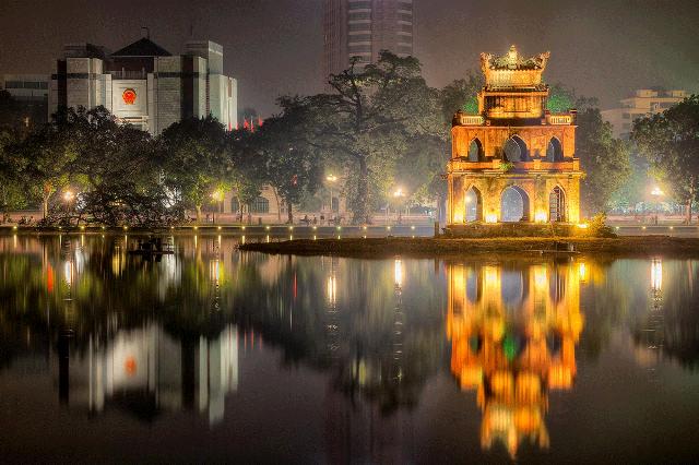 Озеро Возвращенного меча в Ханое Вьетнам