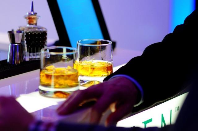 Ночной бар в Абу-Даби ОАЭ