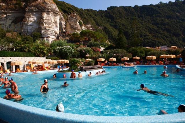 Термальный бассейн на Искье (Италия)