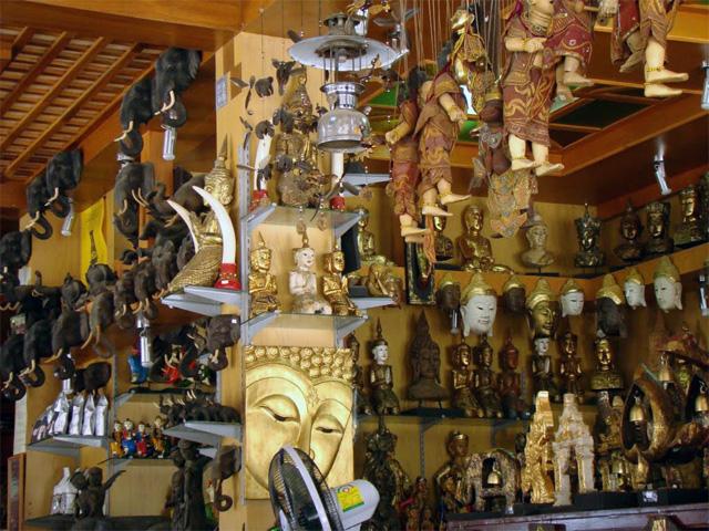Сувенирная лавка в Таиланде