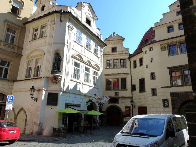 Дом «У золотого кольца» в Праге Чехия