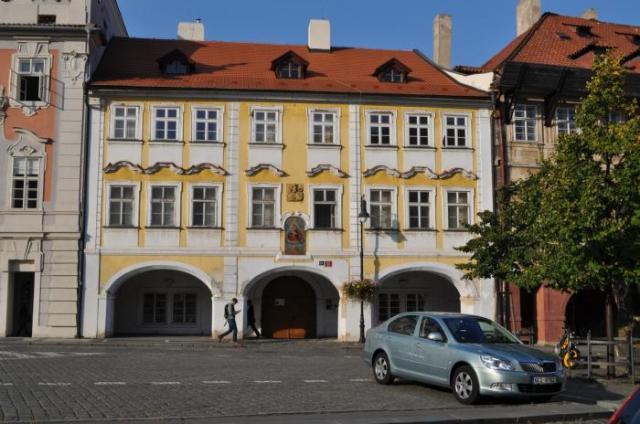 Дом «У золотого льва» в Праге Чехия