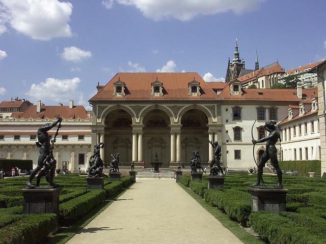 Вальдштейнский дворец в Праге Чехия