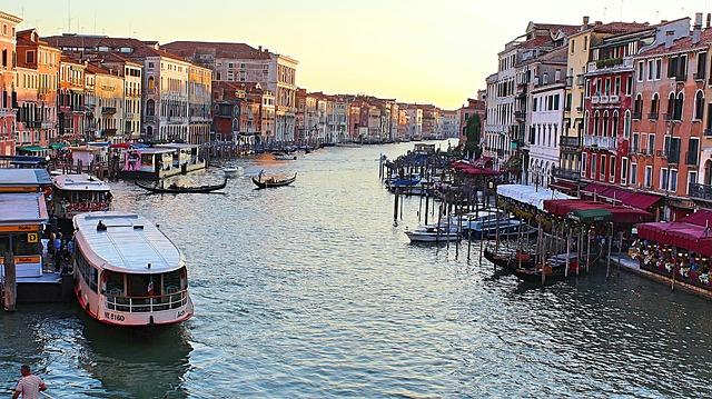 Гранд канал в Венеции (Италия)
