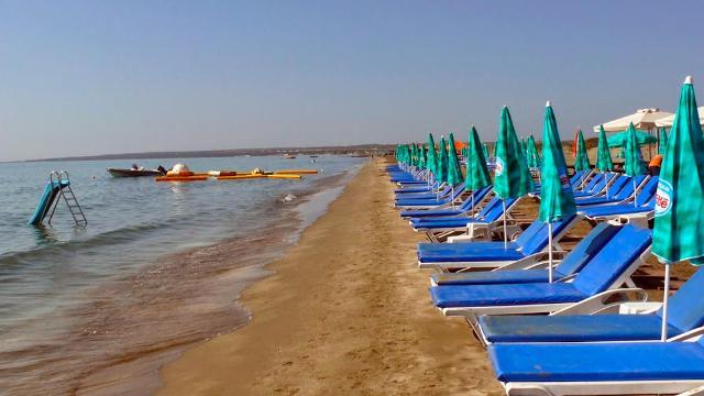 Пляж Ледис Майл на Кипре