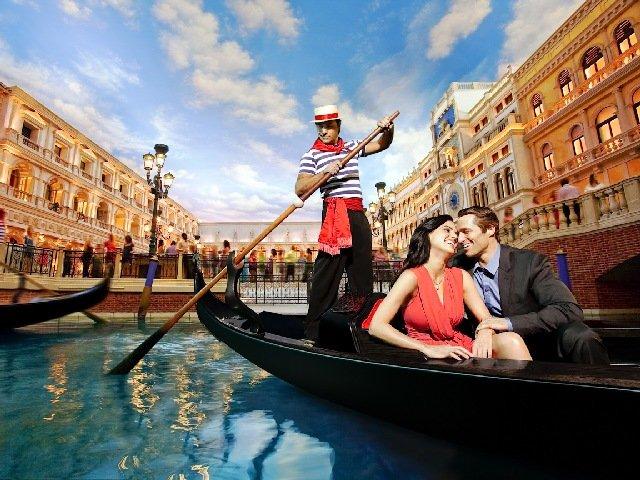 Гондолиер в Венеции
