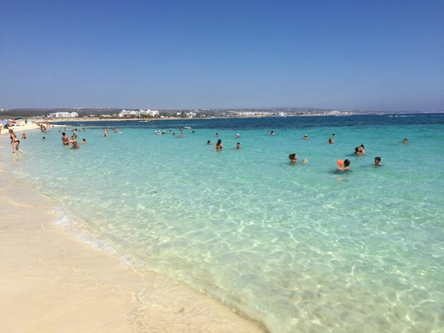 Пляж Макрониссос на Кипре