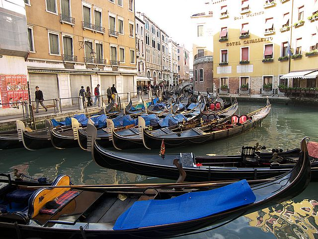 Гондоллы в Венеции