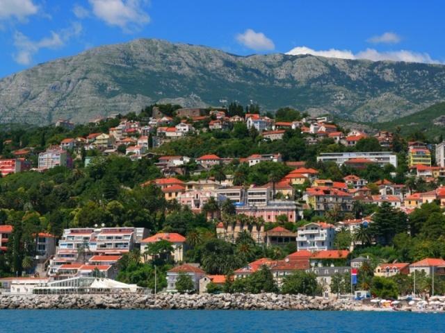 Герцег-Нови - пляжный курорт в Черногории