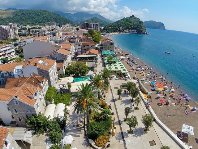 Петровац - пляжный курорт в Черногории