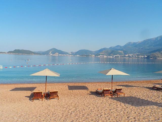 Пляж у острова Свети Стефан